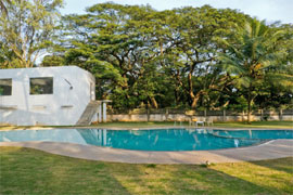 The Ashok Hassan piscine